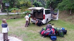 5.2-Reifen-platt-im-Dschungel