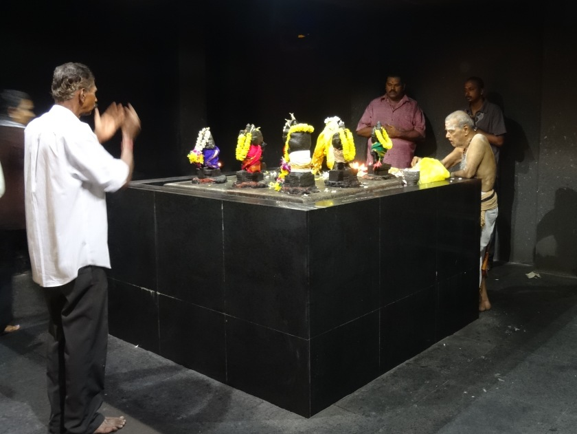 5.3_Hinduistischer-Tempel_Innen2